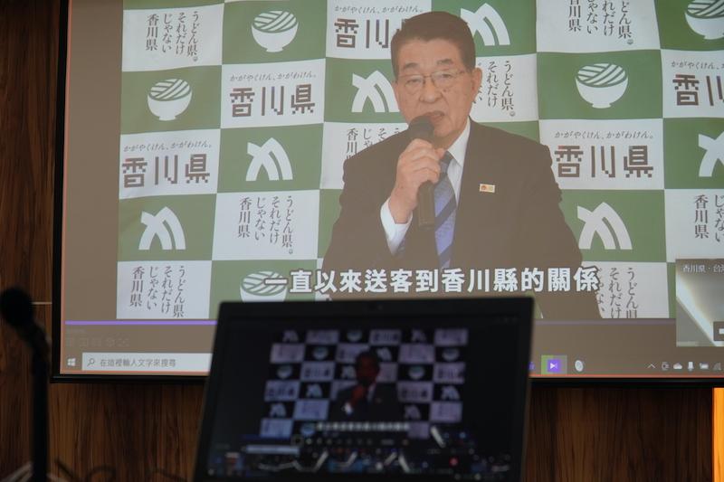 ノートPCとプロジェクターに映る香川県知事
